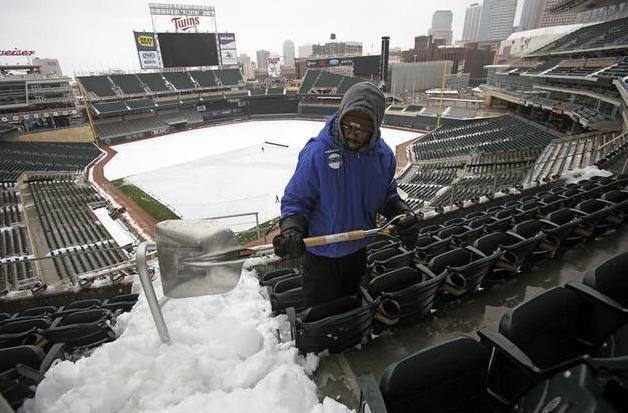 2-snow-at-mlb-baseball-game1